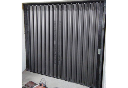 Imperforated sliding gate
