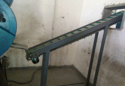 Incliend matrial handling conveyor- Versatile Machine